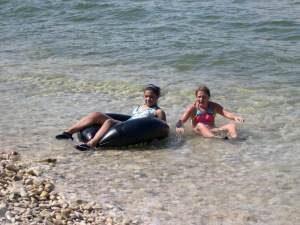 nieces washed up on shore