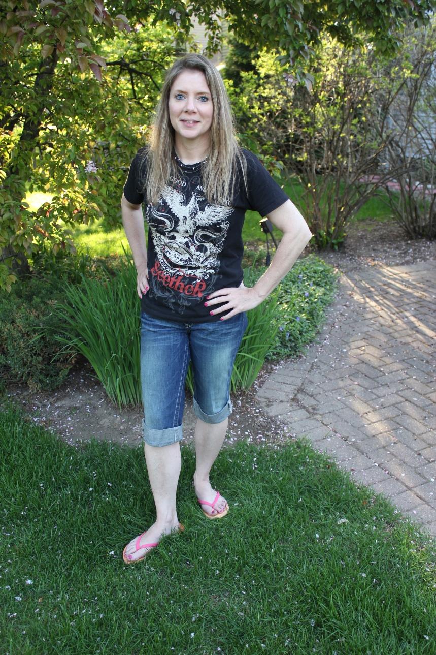 jeans concert tee and flip flops